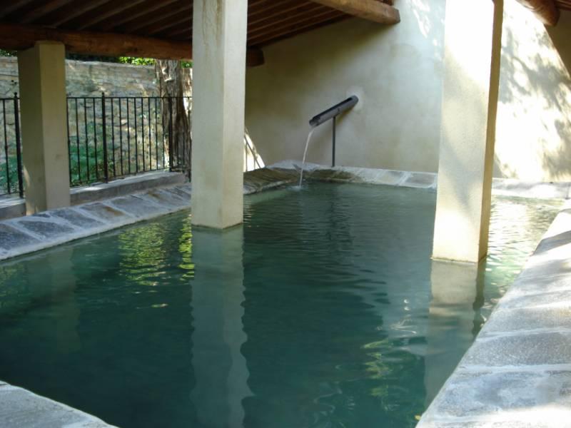 benessere in piscina termale con lo Watsu in Versilia